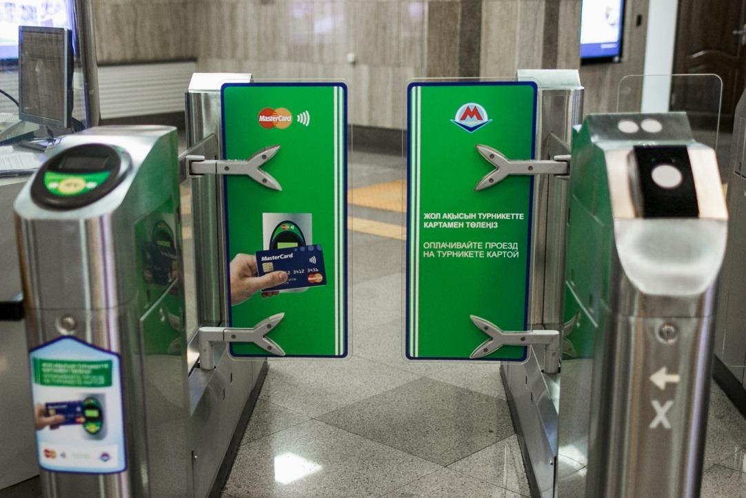 Можно ли в метро расплатиться банковской картой